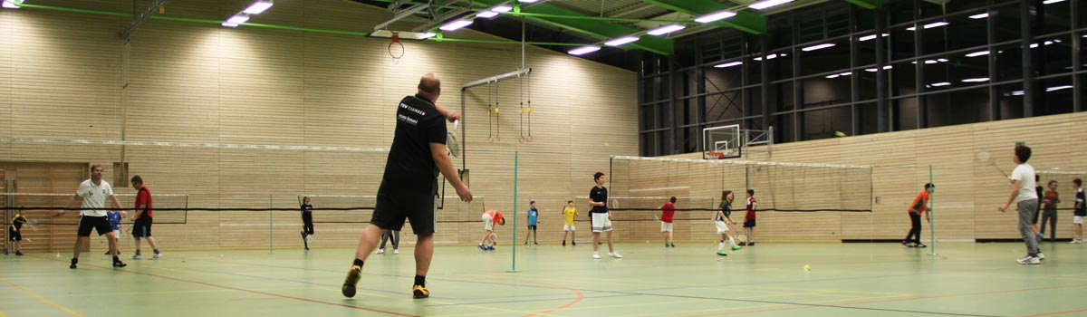 Badminton Training ganze Halle