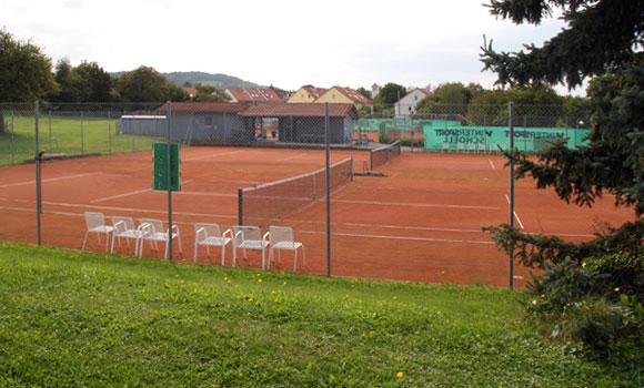 Tennis Außenanlagen mit Tennishütte