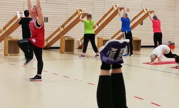 Functional Fitness Zirkel mit Bänken